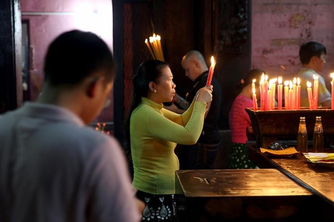 Worshippers inside the Jade Emperor Pagoda .